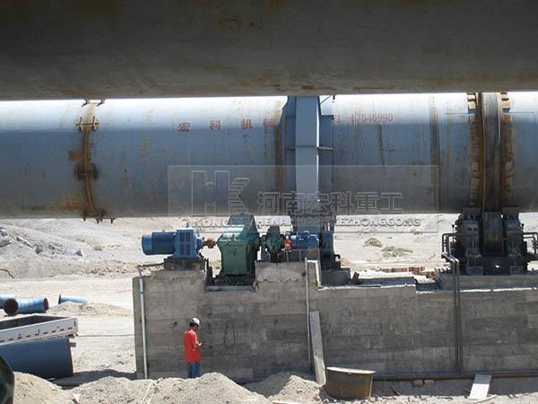 高岭土回转窑设备的安装现场